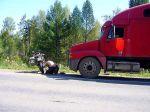 hilfsbereiter russischer LKW Fahrer